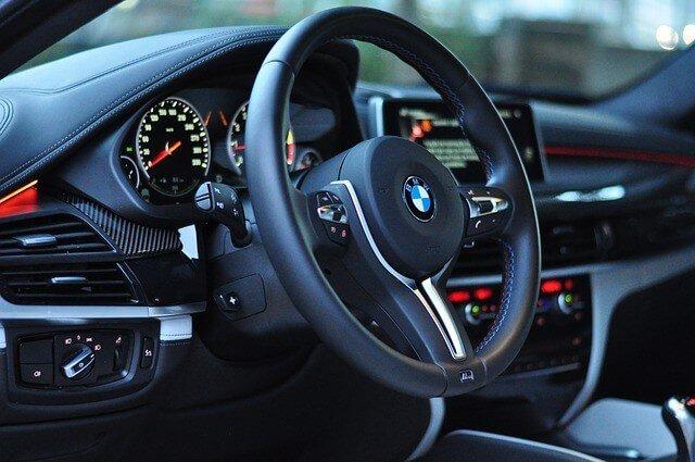 BMWのハンドルが重いのはベルト切れではないですか