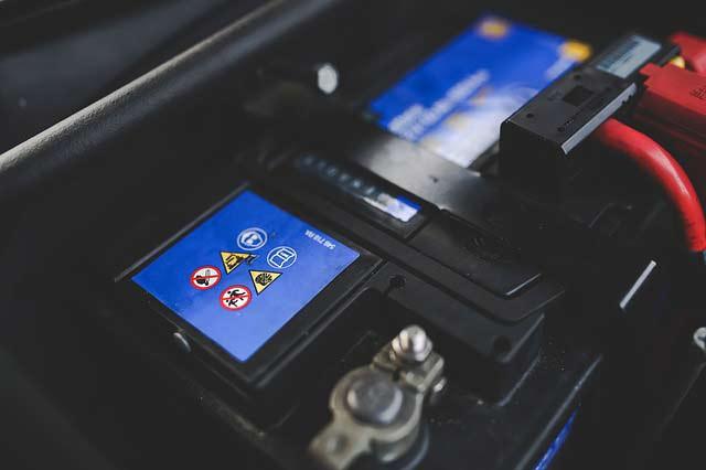 W204のバッテリー上がりでエンジンがかからなくなる症状です