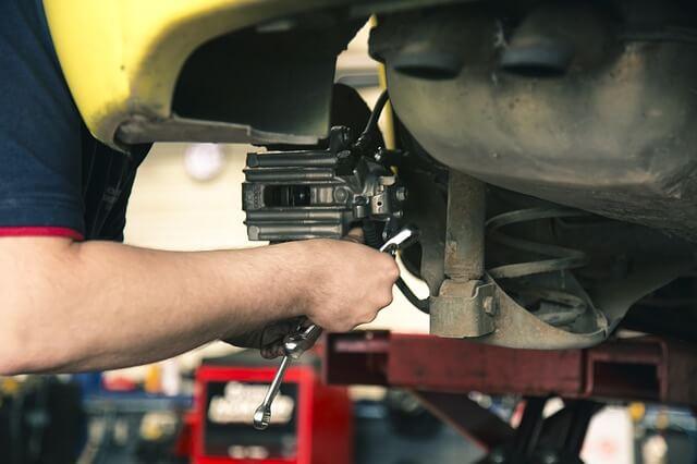 ディーラーと専門工場の車検整備