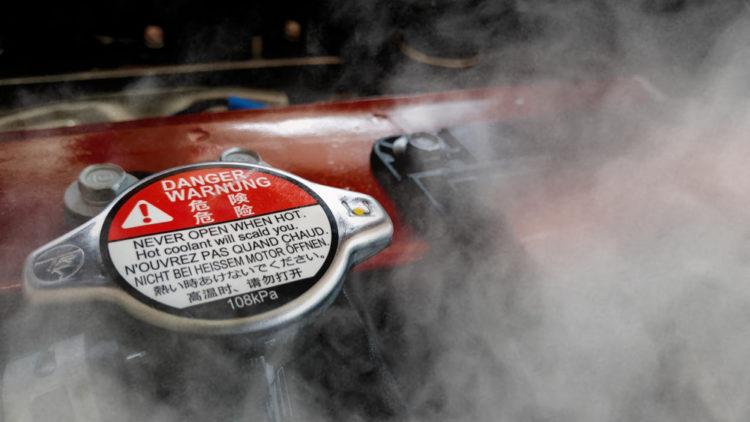BMWのエンジンルームからの煙は2種類