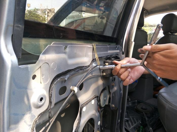 repairing car window